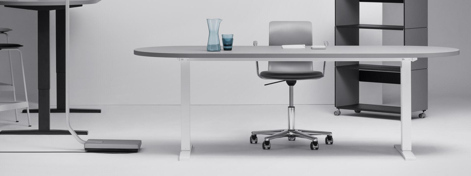 Hubert motorisiert (Bein mittig), Tischgestelle